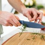 Ніж кухарський LEO з отворами для чищення пряних трав, блакитний, 14 см